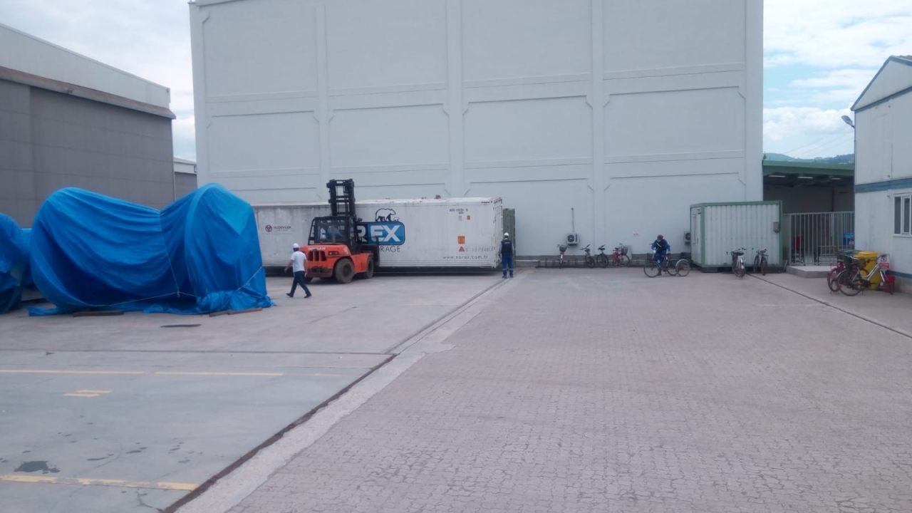 5x40 Hc Mobile Cold Storage Containers delivered to Shipyard